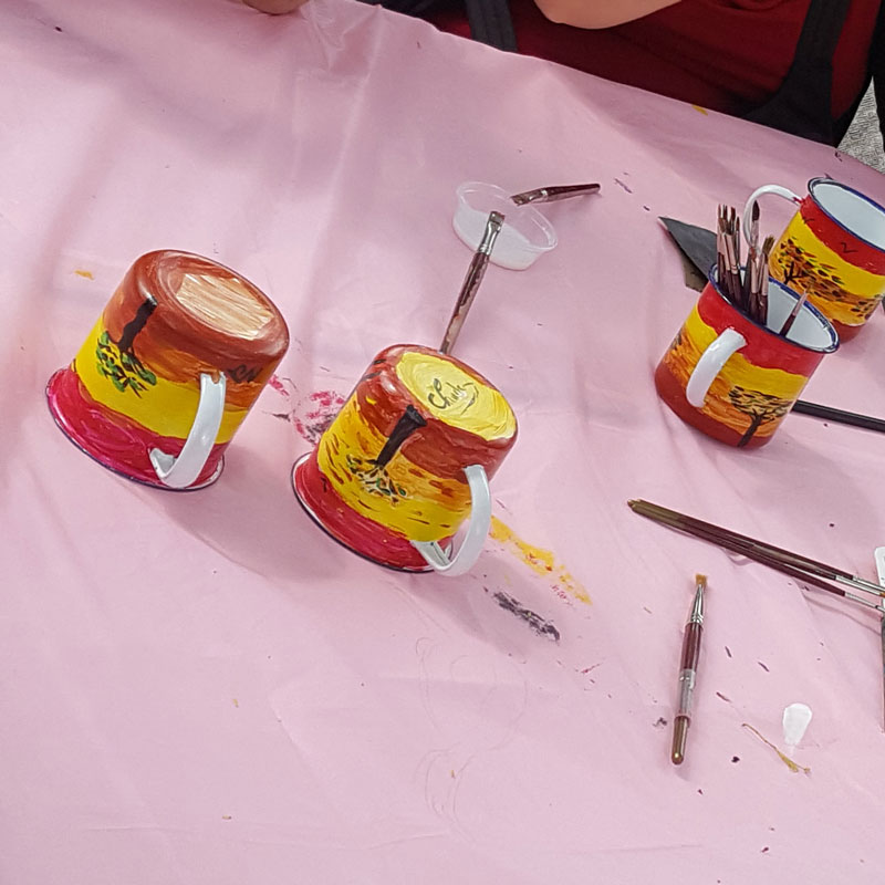 picture of enamel mugs painted with dalal ceramit paint